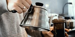 Pouring hot water in aeropress